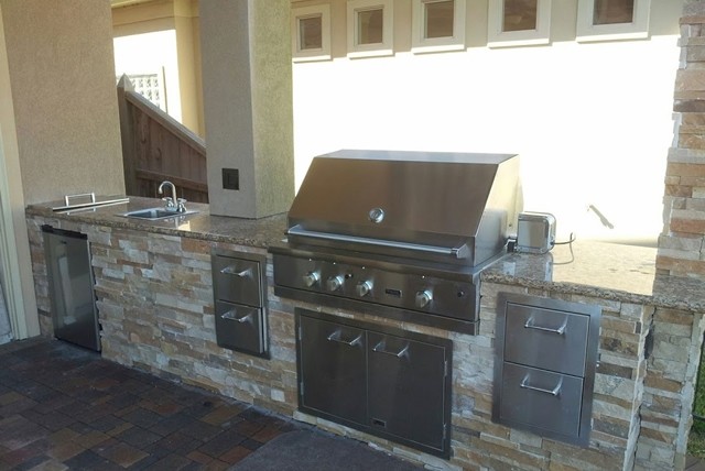 Personal Touch Landscape   Outdoor Kitchen 26