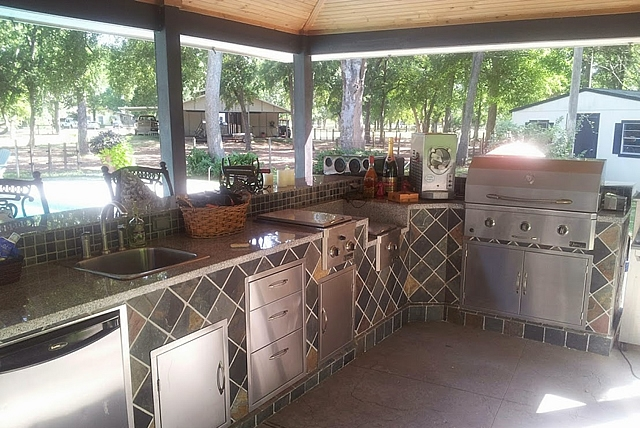 Personal Touch Landscape   Outdoor Kitchen 27