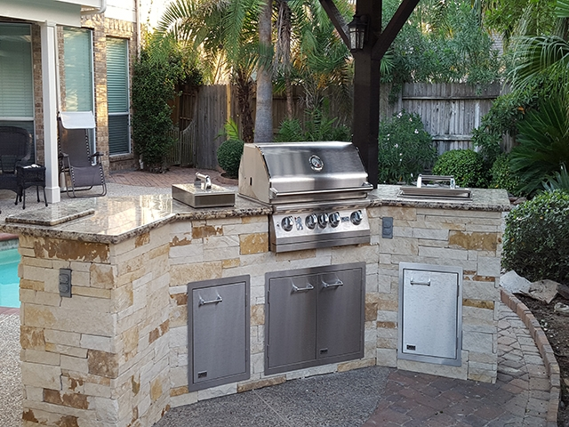 Personal Touch Landscape - Outdoor Kitchens 09.jpg