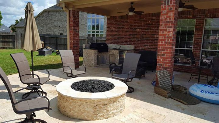 5-outdoor-kitchen-types-fire-pit-rotisserie